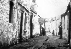 Multitext - Plunkett's Cottages off Sandwich Street, c. Ireland 1916, Dublin Ireland, Spirit Photography, Street Photography, Old Photos, Vintage Photos, Photo Engraving, Slums, Book Of Life