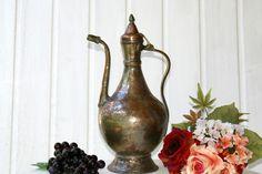 Schöner alter Wasserkessel in einen sehr guten Zustand. Der Kessel wurde benutzt und hat somit auch Gebrauchsspuren.   Passt ideal für den Shabby C...