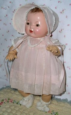 Beautiful Effanbee Dy-Dee Baby in the most popular 15 size. Near MINT in her display box with original layette. Dy-Dee has a perfect smooth, pliable Childrens Dolls, Human Doll, Effanbee Dolls, Doll Display, Old Dolls, Fairy Dolls, Hello Dolly, Antique Toys, Reborn Babies