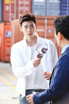 W-Two Worlds still cuts Lee Jong Suk Cute, Lee Jung Suk, Asian Actors, Korean Actors, Korean Dramas, Kang Chul, Young Male Model, Han Hyo Joo, Doctor Stranger