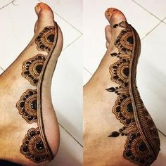 Tanu Usmani (@tanuusmani_henna) в Instagram: «Was confused ♀️ about this picture, that should I post it or not..✨✨ #mehendi #mehendidesign…» Henna Designs Feet, Legs Mehndi Design, Heena Design, Mehndi Art Designs, Mehndi Images, Bridal Mehndi Designs, Mehndi Designs For Hands, Leg Mehndi, Leg Henna