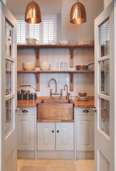 https://www.housebeautiful.com/uk/decorate/kitchen/a2466/country-kitchen-style-2018/