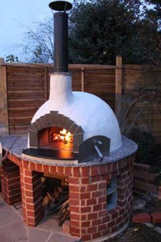 28 Outdoor Wood-fired Ovens Help to Jazz Up Your Backyard Time #outdoorwood Wood Fired Oven, Wood Fired Pizza, Wood Pizza, Four A Pizza, Pizza Oven Outdoor, Outdoor Kitchen Design, Outdoor Kitchens, Outdoor Rooms, Patio Design