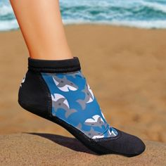 Sand socks are great when playing beach volleyball in extreme temperatures. The Vincere Sprite low-top sand socks offer an alternative to the sand socks with leg. Sand Soccer, Beach Volleyball, Before Running, High Jump, Beach Shoes, Sprites, Barefoot, Snug Fit, Kayaking