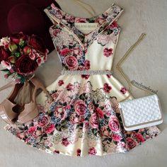 Vestido NEOPRENE C/ Bojo  Princesa Milena ( Estampa  FUNDO OFF C/ ROSAS) - Melrose Brasil