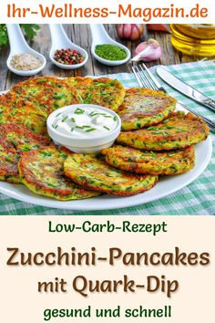 Low Carb Zucchini Pancakes with Quark Dip - hearty pancake recipe - Low Carb Pancakes & Pfannkuchen - Rezepte - Gesundes Essen Zucchini Pancakes, Low Carb Pancakes, Law Carb, Low Carb Recipes, Healthy Recipes, Diet Recipes, Healthy Food, No Carb Diets, Recipes