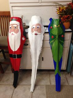 Santa's and the Grinch Palm frond art - by Jackie Boucher Palm Tree Crafts, Palm Tree Art, Palm Tree Leaves, Palm Trees Beach, Tree Tree, Coastal Christmas, Christmas Art, Christmas Projects, Holiday Crafts