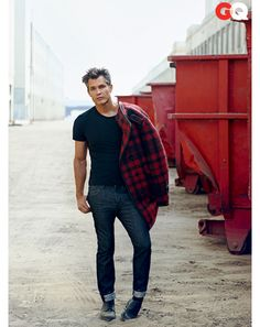 Timothy Olyphant in Buffalo Plaid Shirts and Jackets: Wear It Now: GQ Timothy Olyphant, Beautiful Men, Beautiful People, Gorgeous Guys, Pretty People, What To Wear Today, How To Wear, Buffalo Plaid Shirt, Charming Man