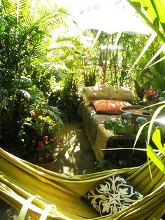 I could seriously see me relaxing here with my Ipad and Pinterest.