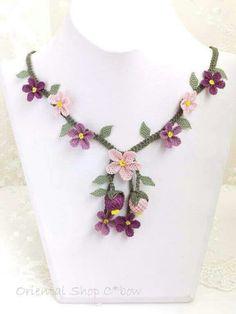 Random Tutorial and Ideas Needle Lace, Ceramic Flowers, Quartz Necklace, Beading Tutorials, Crochet Flowers, Textiles, Orchids, Knots, Needlework