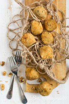 Croquetas de gorgonzola, manzana y nueces Side Recipes, Healthy Recipes, Croquettes Recipe, Tasty, Yummy Food, Finger Food Appetizers, Latin Food, Slow Food, Mini Foods