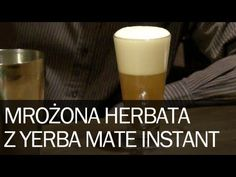 Poradnik: Jak zrobić dobrą mrożoną herbatę Ice Tea z Rooibosa domowym sposobem Yerba Mate Pajarito Instant zgodnie z przepisem powinno się parzyć na ciepło, ale z naszych obserwacji wynika, że jest zdecydowanie lepsza na zimno – jako herbata mrożona. Zgodnie z naszym przepisem bierzemy 2 łyżeczki Yerba Mate Instant i wsypujemy do shakera... Yerba Mate, Shot Glass, Tableware, Dinnerware, Tablewares, Dishes, Place Settings, Shot Glasses