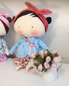 Boneca Tilda Sweetheart doll, com roupinha rosa e azul. <br>Mede 23 cm de altura <br> <br>Roupinha pode ser feita em outras estampas sob encomenda, consulte o mostruário.