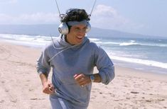 """This is exactly what I think of when I see people walk around the streets listening to music on giant headphones. And for your information, this is a still from Ben Stiller's movie """"Zoolander. Kelly Clarkson, Gq, Esquire, Best Workout Headphones, Vince Vaughn, Ben Stiller, Starsky & Hutch, Owen Wilson, Beats By Dre"""