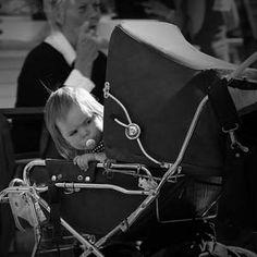 Warum nach vorne schauen im Kinderwagen Babys einsam macht und schlecht einschlafen lässt.