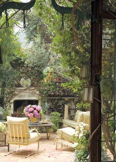 The rustic furniture, the outdoor fireplace and the lush garden provide this incredible patio with charming and outstanding note ~ Magic Garden, Dream Garden, Home And Garden, Paradise Garden, Garden Living, Garden Tips, Outdoor Living Rooms, Outdoor Spaces, Outdoor Decor