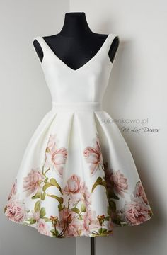 Sukienka w kwiaty ekri INES delicate flover dress Modest Dresses, Tight Dresses, Dance Dresses, Short Dresses, Formal Dresses, Chic Outfits, Pretty Outfits, Beautiful Outfits, Classy Dress