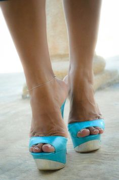 High heeled: mules, slides, candies, sandals, slippers, thongs.