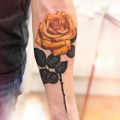 ✨✨✨ realistic rose tattoo by @liviatsang