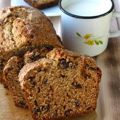 This delicious cake is ideal for breakfast, so cook in the evening and you have 3 easy breakfast days ahead of you, just slice and serve!