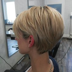 Grazie Sophia per la tua visita :] Short Hair With Layers, Short Hair Cuts, Short Hair Styles, Bob Haircut For Fine Hair, Pixie Haircut, Short Bob Hairstyles, Cool Hairstyles, Hair Today, New Hair