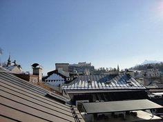 Eine #Dachterrasse mit Blick über die Dächer Salzburgs ist das Highlight der #Stadtwohnung.