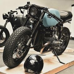 CAFE RACER @caferacergram  Tag: #caferacergram #  BMW by @sinrojamotorcycles at The Bike Shed in London   Photo by Ivo Ivanov at Image Factory #sinrojamotorcycles #bmwmotorrad #bmwcaferacer #caferacer #caferacers   See more on our profile or facebook (link in profile).