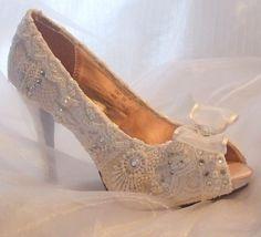 vintage lace wedding shoes