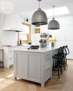 2016 kitchen design trends: Grey cabinetry {PHOTO: Monic Richard}