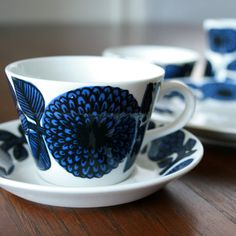 Stig Lindberg, Gustavsberg Blue and Red Aster Coffee Cup Turkish Coffee Cups, Coffee Cup Set, Coffee Cups And Saucers, Cup And Saucer, Tea Cups, Royal Copenhagen, Stig Lindberg, Fika, Porcelain Ceramics