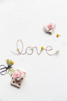 DIY floral love sign   sugarandcloth.com