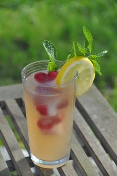 Lemon Ginger Iced Tea with Berry Cubes