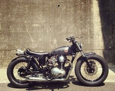 120 vind-ik-leuks, 3 reacties - fuel & freedom (@fuelandfreedomcom) op Instagram: '@lordofwheel ・・・ Kawasaki W650 by @bratstyle #motorcycle #moto #bike #builtnotbought #retroride…'