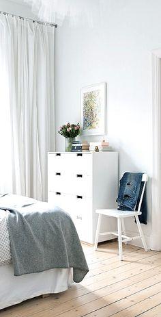 Via NordicDays.nl | Alvhem Home | Bedroom | Grey and White