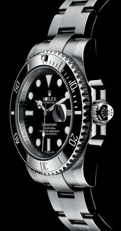 Rolex Oyster Perpetual Submariner Date in 904L steel with a Cerachrom bezel in black ceramic, a black dial and an Oyster bracelet.