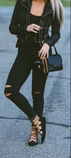 Besides the shoes… This is still a gorgeous outfit to recreate. It's a mix between a professional style to a more casual style.