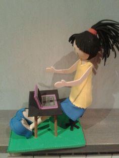 nena amb ordinador