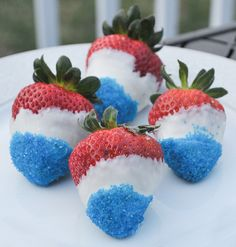 These champagne-soaked white chocolate-dipped strawberries taste as good as they look. | 31 Last-Minute Fourth Of July Entertaining Hacks