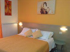 Camera Lumisosa e spaziosa dotata di tutti i comfort! www.portacastello.com