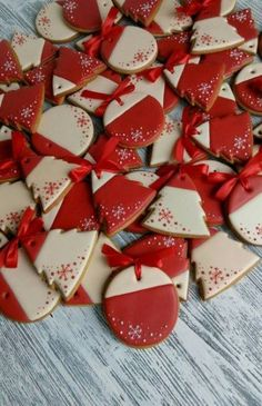 31 Ideas Cupcakes Simple Decoration Cookie Decorating For 2019 Christmas Goodies, Christmas Desserts, Christmas Treats, Christmas Baking, Super Cookies, Iced Cookies, Cupcake Cookies, Christmas Sugar Cookies, Holiday Cookies