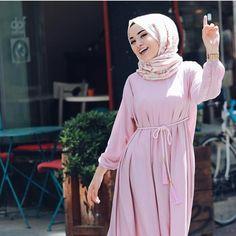 Street Hijab Fashion, Arab Fashion, Islamic Fashion, Muslim Fashion, Modest Fashion, Fashion Outfits, Casual Hijab Outfit, Hijab Chic, Hijab Dress