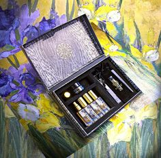 Discover NadiaZ Collection Vetiver Expressionism By Flower 4 unique fragrances with this Discovery Box in delicate 4ml (0.13 oz) Mini-Spray bottles. It is a new and playful approach to perfumes, whereby you can live an intense sensorial experience. Discovery Box, Perfume Samples, Romantic Dinners, Thoughtful Gifts, Spray Bottle, Expressionism, Lip Balm, Fragrances, Special Events