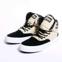 Brave Drome Boots, Warna: Cream Black, Size : 40-44 Untuk Pemesanan Online Kunjungi : www.rockford-footwear.com *Gratis pengiriman ke seluruh Indonesia Email: contact@rockford-footwear.com Pin :...