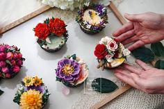 이미지: 꽃, 음식 Korean Buttercream Flower, Buttercream Flower Cake, Flower Cupcakes, Cupcakes For Sale, Cute Cupcakes, Decorated Cupcakes, Beautiful Cakes, Amazing Cakes, Mini Cakes