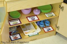 Dramatic Play Center FREE labels and signs to make your Kitchen Dramatic Play area organized, functional and fun!FREE labels and signs to make your Kitchen Dramatic Play area organized, functional and fun! Preschool Centers, Preschool Rooms, Preschool Classroom, In Kindergarten, Preschool Ideas, Classroom Ideas, Dramatic Play Area, Dramatic Play Centers, Home Corner Ideas Early Years