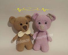 Moka y Mika pattern by Ladanza Demismanos Crochet Teddy, Crochet Bear, Love Crochet, Crochet Dolls, Crochet Photo Props, Toy Puppies, Knitted Animals, Amigurumi Patterns, Crochet Projects