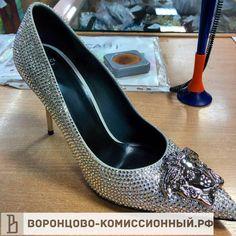 Желто черное платье от версаче 20000 рублей