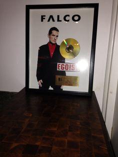 ... mein cousin hat die musik komponiert & ne goldene cd dafür erhalten! wie cool ist das denn!