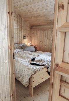 Cozy Bedroom, Dream Bedroom, Cabin Design, House Design, Norway House, Tiny House Cabin, Cottage Interiors, Home Furniture, Living Spaces