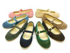 Tienda online de calzado infantil Okaaspain. Calidad al mejor precio fabricado en España. Mercedita en serraje con hebilla.